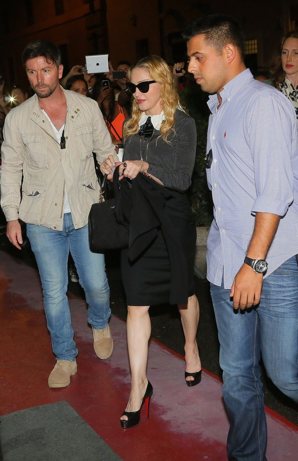 http://a405.idata.over-blog.com/5/47/08/55/2013-dossier-4/20130821-pictures-madonna-hard-candy-fitness-center-rome-04.jpg