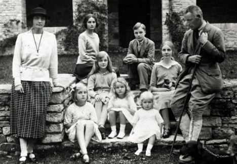 Challenge Mitford Mitford-Family-1